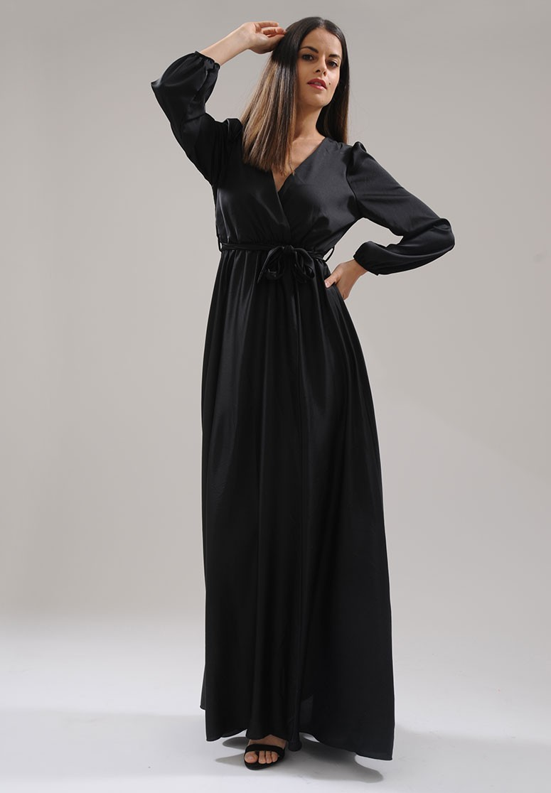 Robe longue à fente satin noir